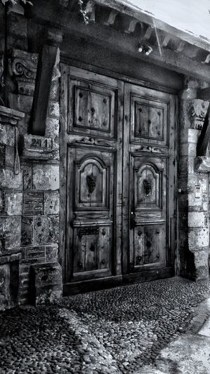 Yktre... Door