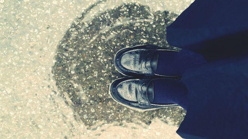 靴の中に水が入ったのでもう諦めてこの状況を楽しむことにした。
