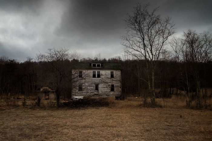 Abandoned farm in rural Virginia Storm Cloud Abandoned Cloud - Sky Abandoned Places Eyeem Abandonment Demolitionbyneglect Decay Old-fashioned Forgotten Places  EyeEm_abandonment Canon7d  Abandoned Houses Bad Condition Melancholic Landscapes Dramatic Sky