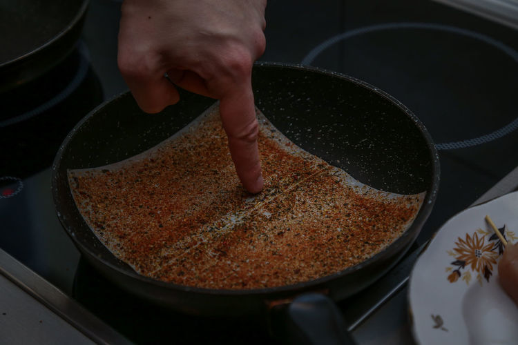 Human Hand Hand Human Body Part Food One Person Food And Drink Preparation  Indoors  Preparing Food Real People Kitchen Utensil Unrecognizable Person High Angle View Body Part Close-up Freshness Making Holding Cooking Pan Finger