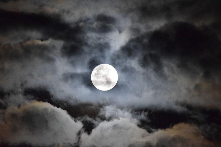 Pleine lune à La Rochelle. Ciel Et Nuages Moon Ciel Cloud - Sky Lune Moon Nature Night No People Nuit Outdoors Sky Only HUAWEI Photo Award: After Dark