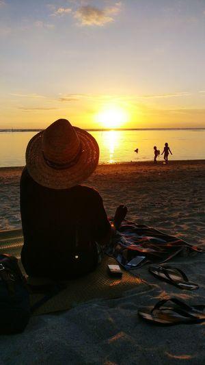 Sunset Sea Beach Water Silhouette Outdoors Sand Reunion Island La Réunion  Scenics Sun Sunlight Hat Day Flip-flops