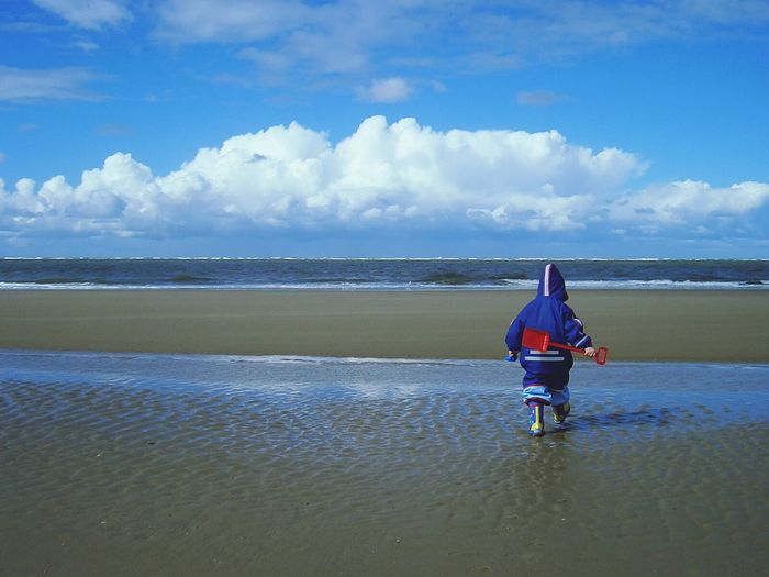 People Of The Oceans Beach Life Beach Photography Beach Time Working Hard Child At The Beach Children's Portraits Children Playing Oceanside Ocean Beach Ocean And Sky Playing In The Sand Playing At The Beach Playing At The Ocean Having Fun :) Capture The Moment People And Places Langeoog North Sea Insel Langeoog Feel The Journey Original Experiences waiting game Adventure Club Miles Away Lieblingsteil Done That. Be. Ready. Inner Power
