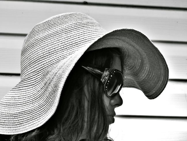Kat in a hat Close-up Person Fashion Understated Fashion Photography The EyeEm Collection Black&white Portrait Profile Hat Summer Canon Street Photography People Black & White Collection Art Is Everywhere Premium Collection Black And White Sommergefühle Black And White Friday