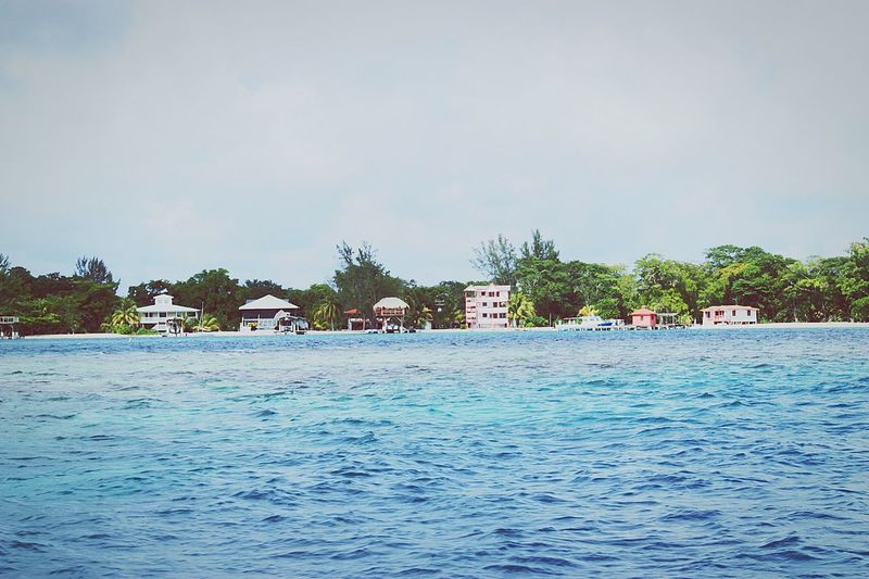 Vacations Utila ♡ Blue Water Day Landscape