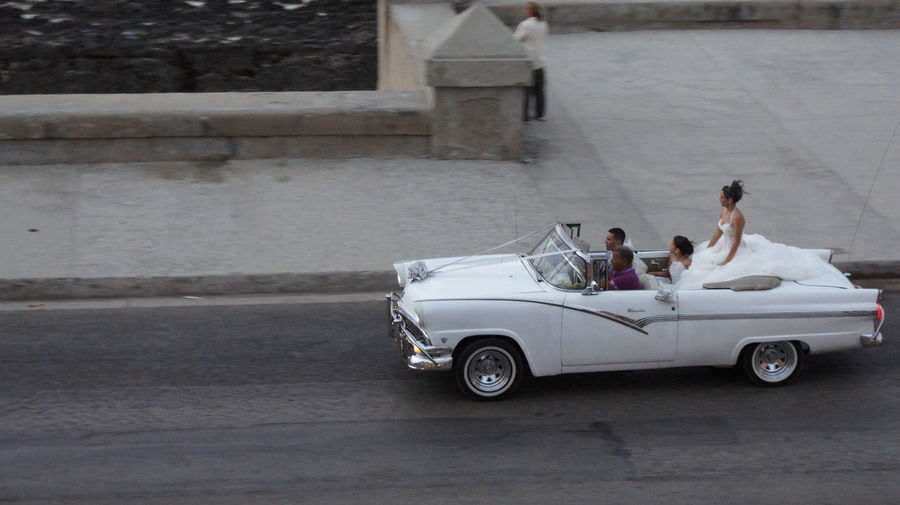 The Drive People And Places Havana Cuba Bride Dressedinwhite Wedding Day Antiquecar Throwback Frozenintime Antique Car Getty Images Nationalgeographic Women Around The World
