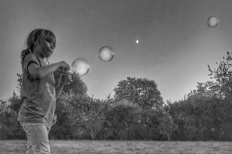 Bubbles in the Night 😀 Childhood Moon Playing Tree Bulles  Lune IPhoneography Iphoneonly Iphonephotography Youmobile Outofthephone Blackandwhite Noir Et Blanc IPhotofr