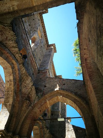 Particular prospective of San Galgano Abbey in Siena Architecture Ancient History Ancient Civilization Spectacular Architecture Spectaculr Church