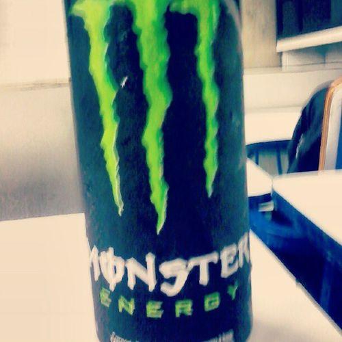 Na porta da faculdade...Monsterenergy