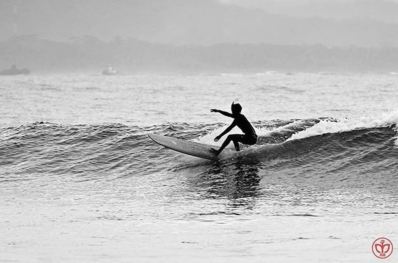 Surf Surfing Batukarasbeach Batukaras Surfingday Snapshoot Blackandwhite Bw Bnw Bw_photooftheday Allblackcommunity Water_captures Bnw_captures Bnw_planet Bw_awards Blackandwhitephotography Bnw_of_our_world Pangandaran Foto_blackwhite Awesome_bnw