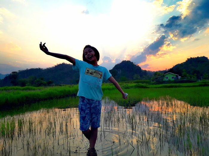 Sunset One Person Water Cereal Plant Field Mountain Sky Standing Plant Smiling Human Body Part People Rice Paddy Nature Outdoors Thailand🇹🇭 2018 Day Standing Cloud - Sky Beauty❤ EyeEmNewHere Tranquility