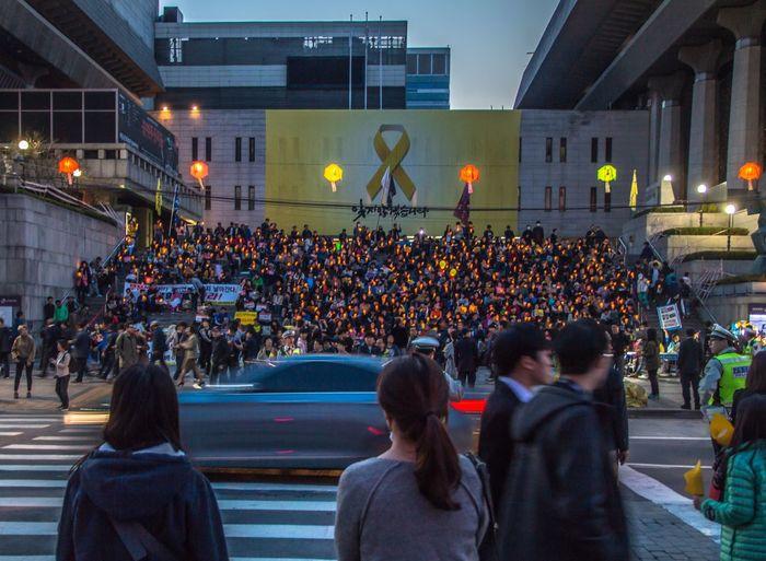 The Street Photographer - 2017 EyeEm Awards South Korea Korea Seoul Demonstration Candlelight DSLR Canon The Street Photographer - 2017 EyeEm Awards