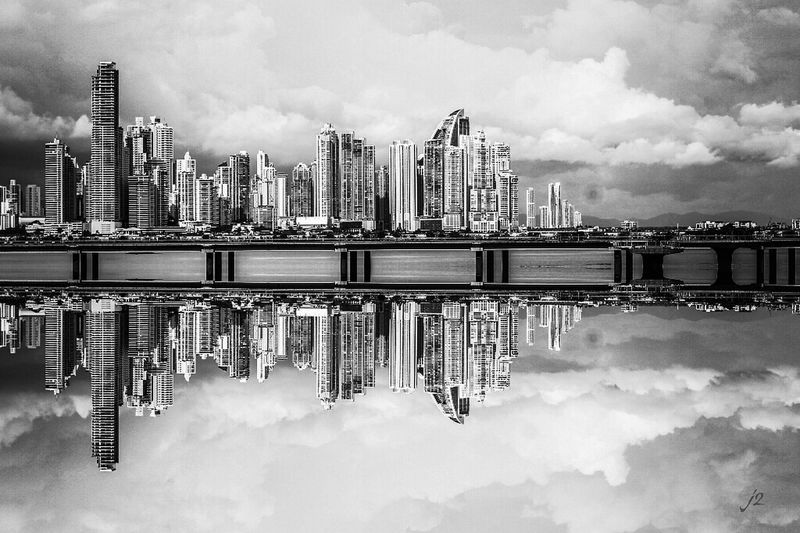Black And White City Reflection Sky Business Finance And Industry Horizontal Streetphoto_bw Enjoying Life Vista Check This Out Delusionsj2 Blackandwhitephotography Monochrome Photography Blancoynegro Fantastic Exhibition Panamá Famous Place