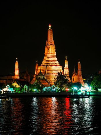 Tempel of Dawn reflection in the water, Thailand. Reflection Reflection_collection Reflections In The Water Temple Of Dawn Thailand Thai Temple Glow In The Dark Beautiful Night Illuminated Cityscape Architecture Ancient Travel Red Arts Culture And Entertainment Water Outdoors City Travel Destinations Luxury