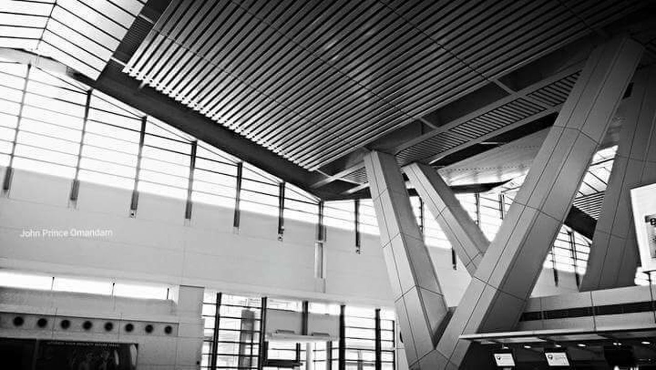 architecture, built structure, indoors, low angle view, day, modern, no people