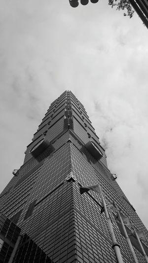 101 Taipei 101 Taipei Taiwan Modern Skyscraper City Pyramid Triangle Shape Sky Architecture Building Exterior Built Structure Cloud - Sky Tall - High Urban Skyline Cityscape Spire