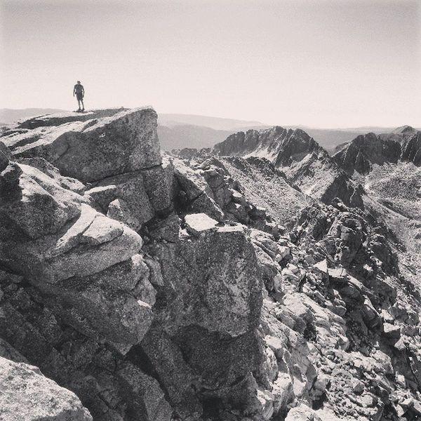 Visca els cims! Cresta del Peguera amb el Mainera al fons Peguera Parcnacionalaig üestortes Pirineus Pyrinees mountains mountain igerspirineus igerspallars
