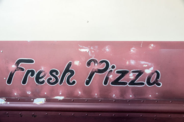 Close-up Delivery Van Fresh Pizza Lackierung Lieferwagen No People Red Lips Rusty Look Text Vintage Car White Color