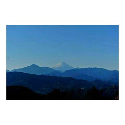 12.3.2014 たか散歩 今回は高尾山 へ。 天候に恵まれてほんとによかった😌✴ 頂上から見た景色は最高でした✌ 富士山 雪化粧 冬 Mtfuji Mttakao Tokyo Japan Sunnyday Beautiful Nature Bluesky Mountains