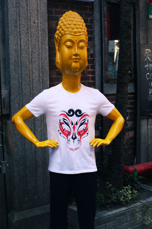 Buddha China Creativity Maniquin Monkey King Sculpture Standing T Shirt
