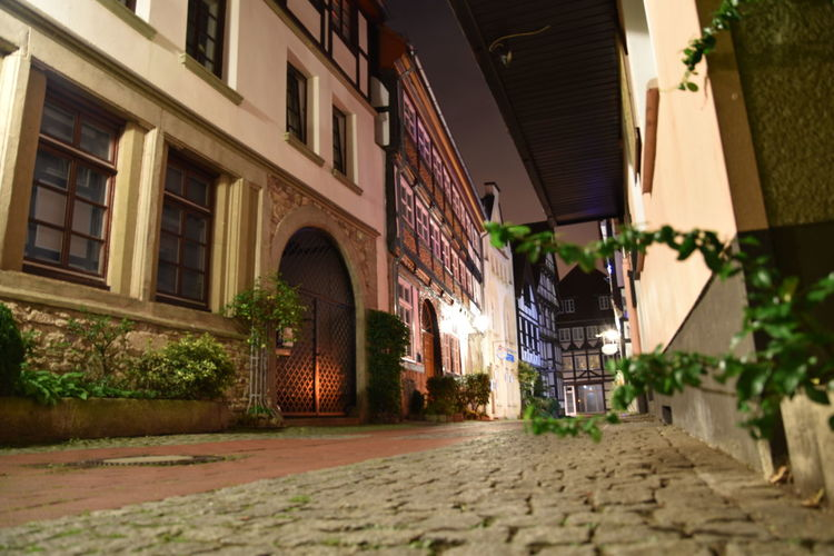 Altstadt Cityscape Fachwerk Fachwerkhäuser Hameln Nachts Nachts In Den Straßen Nightvision Architecture Available Light Available Light Photography Building Exterior Built Structure Dunkle Gasse Germany Lower Saxony Niedersachsen Night Night In The City Nightview No People Outdoors Street Streetphotography Timbered House
