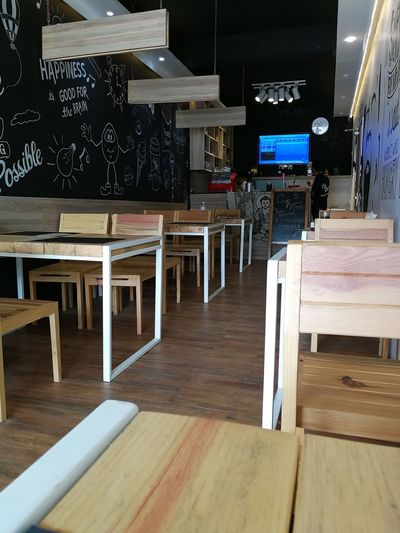Indoors  Hardwood Floor Business Finance And Industry Wood - Material No People Day Cafe Coffee Shop Caramel Apple Smoothie Freshness Healthy Eating Frothy Drink Food Indoors  Apple Lemonade Backgrounds
