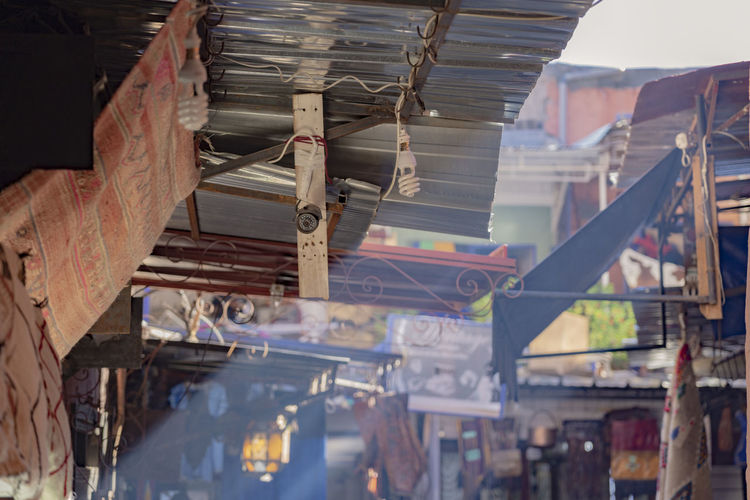 Architecture Building Marrakech Marrakesh Morocco Marrakech Morocco Light Light And Shadow Shaft Shafts Of Sunlight Shafts Of Light Medina Roof Thatched Roof Red Brick Market Stall Carpet North Africa North Africa Marocco Colorful Afternoon Afternoon Light Shopping District Low Angle View No People