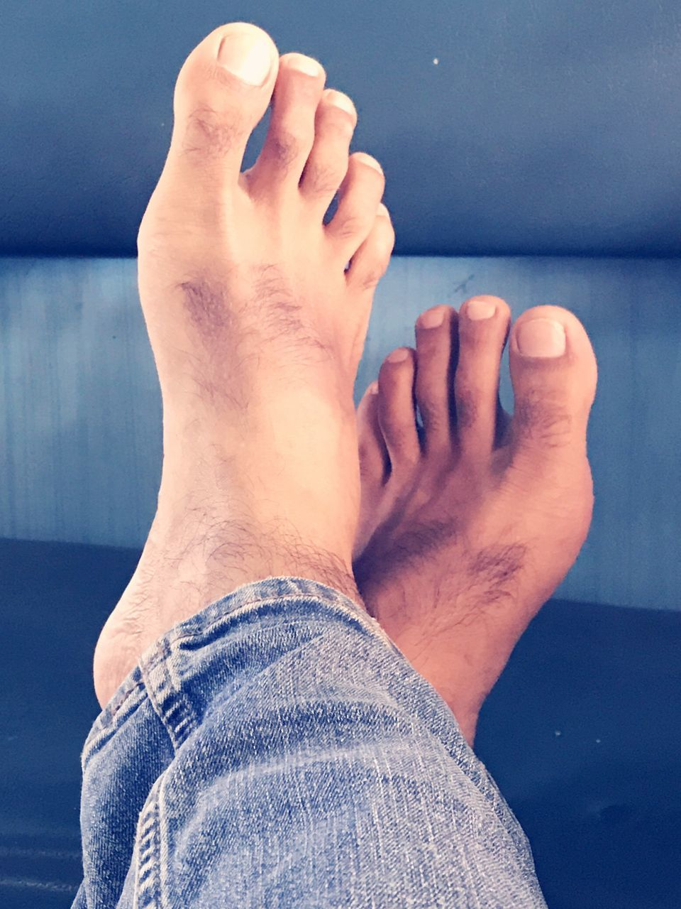 real people, barefoot, one person, low section, leisure activity, human leg, men, lifestyles, close-up, indoors, human body part, day