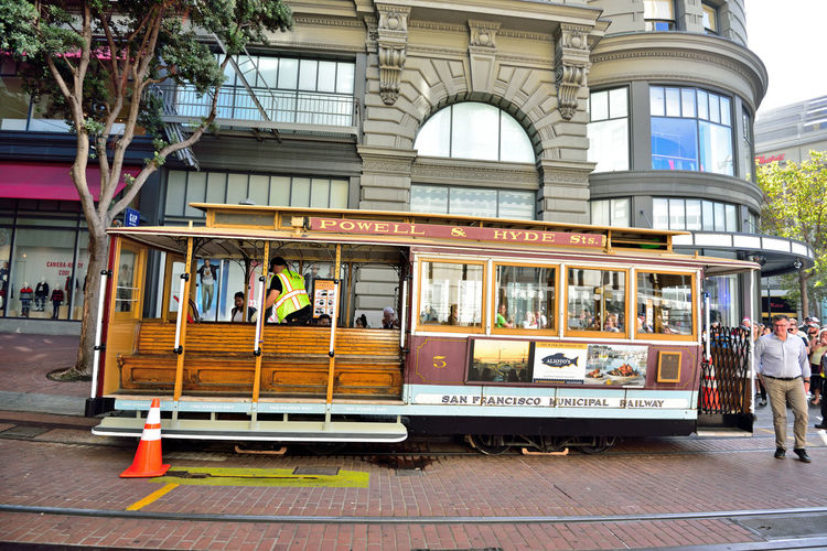 Cable Car Downtown San Francisco 4 Cable Car Powell & Hyde Street San Francisco CA🇺🇸 MUNI San Francisco Municipal Railway Grip Cars Architect : Andrew Smith Hallidie Designed 1873 Intermodal Urban Transport Network Downtown The Gripman Turntable Cable Car Turnaround Manually Operated Single-end Before Loading People Waiting To Board Urban Photography Public Transportation Tourist Attraction  Track Destination : Hyde St. Pier, Fisherman's Wharf At Peak 23 Lines Operated 1873-90 Now 3 Lines Decline Began With 1892 Electric Streetcars