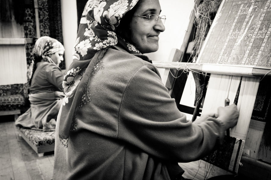 Fine Art Travelling Traveling Travel Photography Travel Portrait Of A Woman Portrait Black And White Black & White Working Working Hard Tapestry Textiles Textile Side View Manual Art Manual Job Turkey Turkish Women Who Inspire You The Portraitist - 2016 EyeEm Awards
