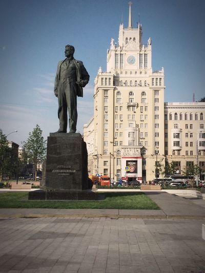 Москва памятник Маяковский