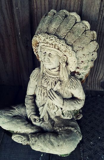 Concrete Art Native American ındian Chief Sacred Peace Pipe Sculpture On The Porch Carving Wood - Material Stone Material Vintage Old Feathers Headdress Native American Culture Honoring Ancestors Cultural Art Cultural Heritage Spirits Of The Past