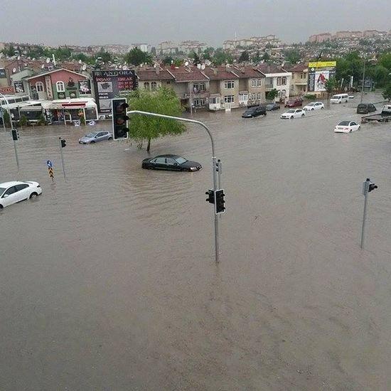 Kim demis ankarada deniz yok diye heaaa Ankara Yağmur Rain Batikent sel deniz Turkiye