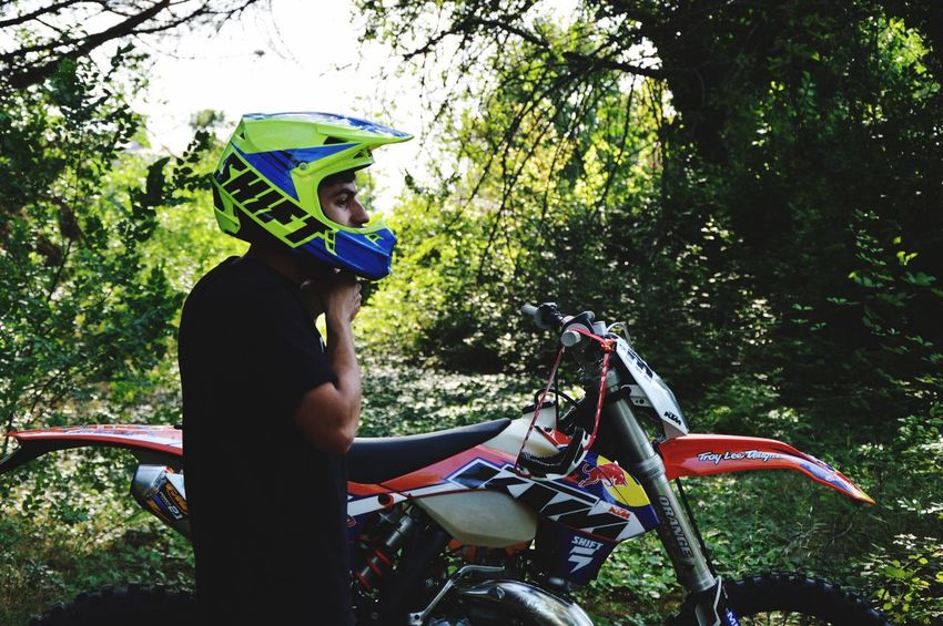 Pastro356 Enduro Racing Enduro Lifestyle Ktm300xc Ktm Cross KTMRacing Ktm KTMRacing Real People Leisure Activity Lifestyles Plant One Person Helmet Tree Transportation Nature Day Growth Land Vehicle Cycling Helmet Mode Of Transportation Headwear Casual Clothing Young Adult Three Quarter Length Outdoors