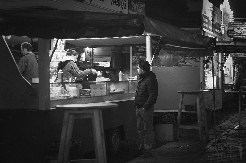 Streetphotography_bw Streetphotography Streetphoto_bw Hamburger Fischmarkt