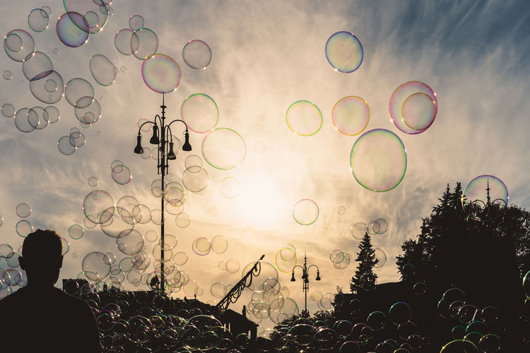 Bubble Real People Nature Bubble Wand Sky Transparent Lifestyles Vulnerability  Soap Sud Leisure Activity Plant Fragility People Mid-air Shape Tree Men Outdoors Design