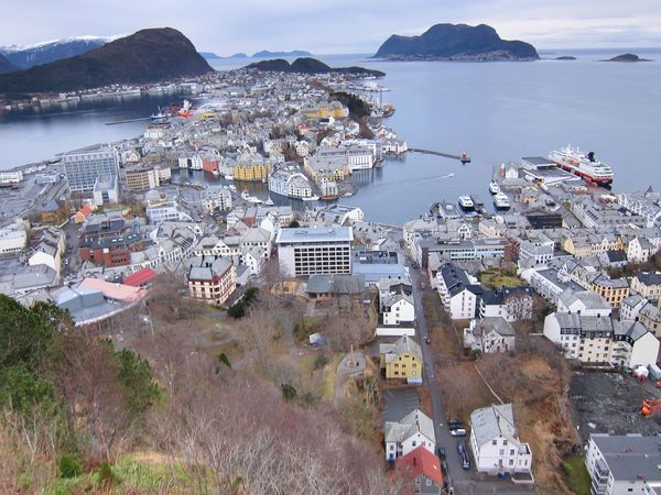 Hurtigruten Travel Destinations Travel Meer Horizon Over Water Horizon Ocean Ship Hurtigruten NorwayTourism Norwegen Norway🇳🇴 Norway Ålesund, Norway Alesund High Angle View Architecture Water Building Exterior Built Structure Outdoors Sea Day No People Nature Town Scenics Sky Beauty In Nature Cityscape EyeEmNewHere