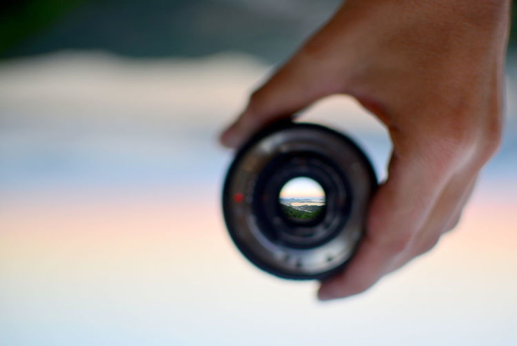 EyeEm Best Shots Eye4photography  Getting Inspired My Best Photo ExploringBrazil Palette Colors Colored Background Pastel Colors Human Hand Hand Photography Themes Lens - Optical Instrument Focus On Foreground Holding Camera - Photographic Equipment Selective Focus Photographic Equipment Technology Close-up Day Human Finger Photographer Fisheye Fisheye Lens