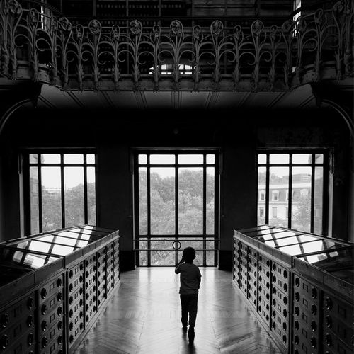 «The little boy» - My son discovering dinosaurus and fossils. Museum Myblackandwhitestuff Blackandwhite Noir Et Blanc TheMinimals (less Edit Juxt Photography) Shootermag Shootermag_france Architecture