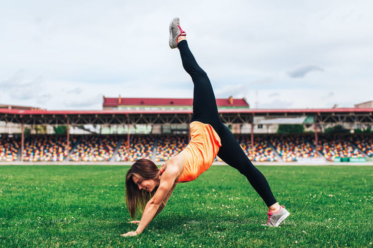 Sport Ftness Outdoor Training Workout Sport Body Fitness Girl Female Sport Motivation Stretching Motivation Body Part Females Sporty Girl Outdoors