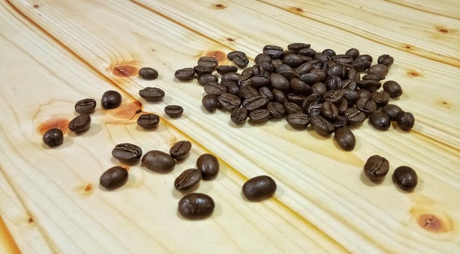 Coffee beans on wood background Table Wood - Material High Angle View Ingredient Close-up Food And Drink Roasted Coffee Bean Raw Coffee Bean Ground Coffee Mocha Cafe Macchiato Latte Cappuccino Iced Coffee Froth Art Espresso Sweet Sugar Cube Black Coffee Coffee Bean Roasted Seed Caffeine Coffee Crop