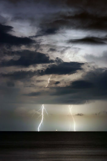 Beauty In Nature Cloud - Sky Cloudy Dramatic Sky Gulf Of Mexico Horizon Over Water Lightning Madeira Beach Florida Nature Ocean Power In Nature Saint Petersburg Florida Scenics Sky Storm Cloud Tampa Bay Buccaneers Weather