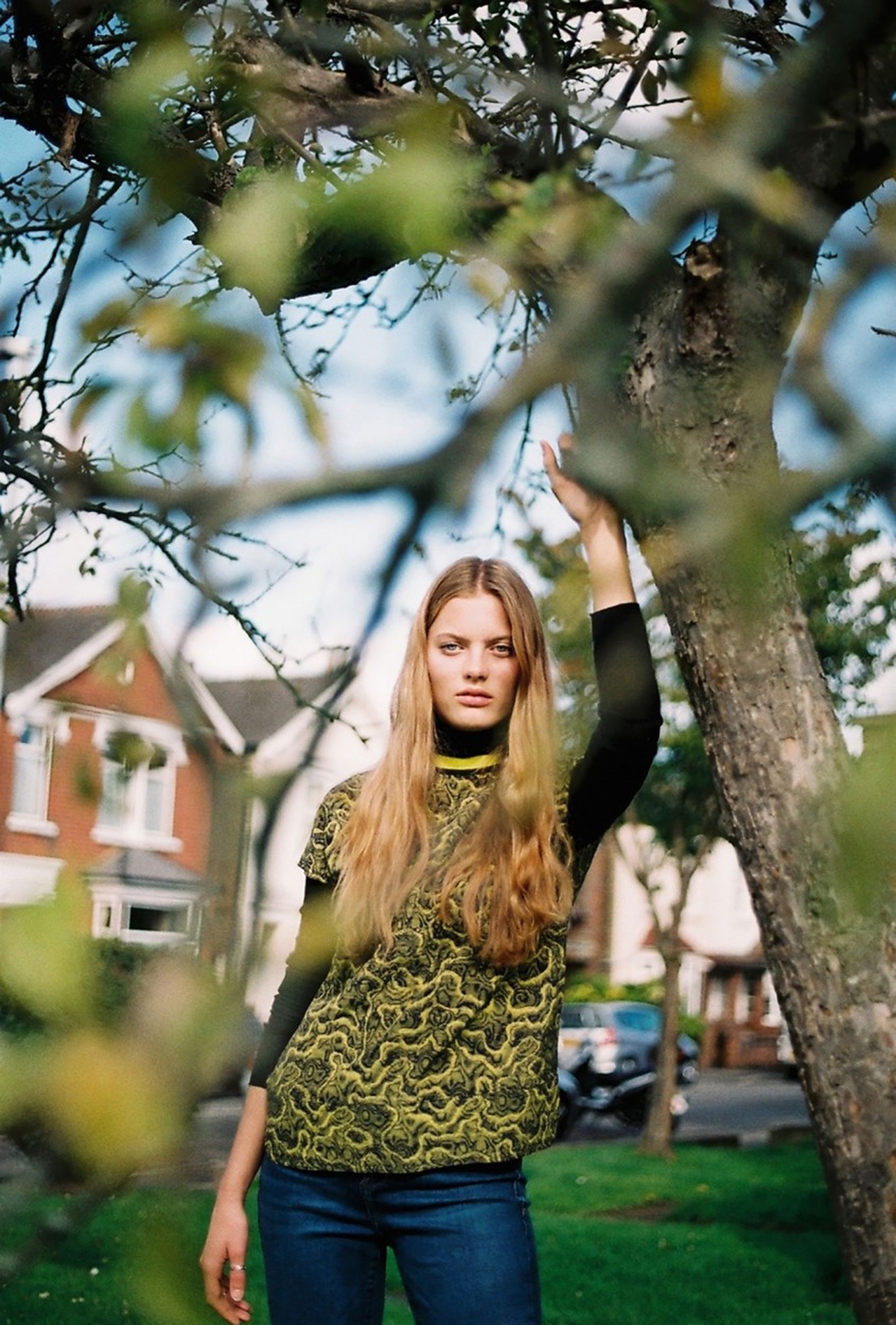 person, lifestyles, young women, leisure activity, tree, casual clothing, portrait, smiling, long hair, focus on foreground, day, outdoors, toothy smile, beauty, enjoyment, tree trunk