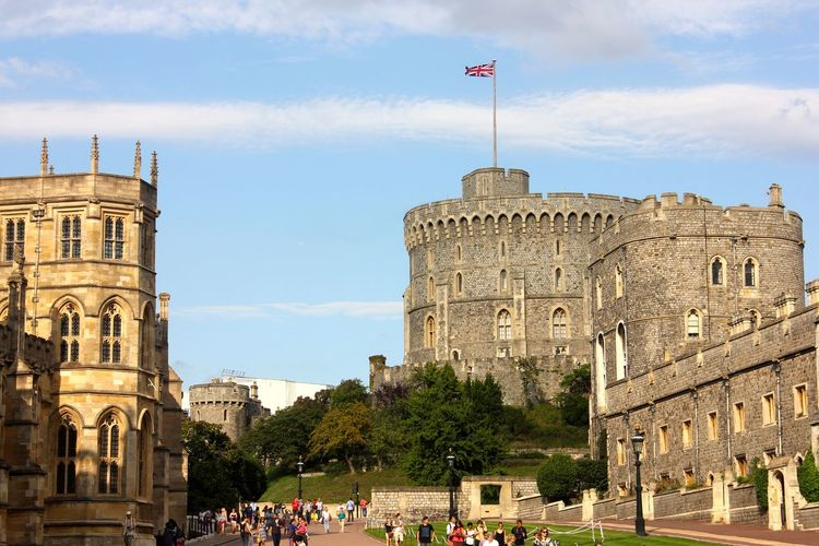 windsor castle Ancient Ancient Civilization Architecture Building Exterior Built Structure City Cloud - Sky Crowd Day Flag Group Of People History Large Group Of People Nature Outdoors Real People Sky The Past Tourism Travel Travel Destinations Windsor Castle