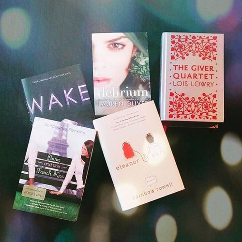 Top Five Wednesday: Books I have read in one sitting 1. The Giver 2. Eleanor and Park 3. Delirium 4. Anna and the French Kiss 5. Wake Ask amazing books. I recommend them all!! Top5wednesday T5w Wherecalynnreads Bookstagram bookworm