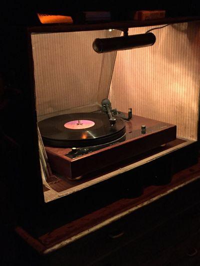 Tier Bar Vinyl Records Turntable