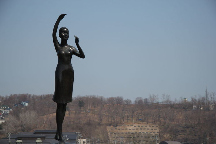 Statue The