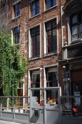 Architecture Building Exterior Built Structure Outdoors No People Old House Façade Old Architecture House Architecture Brickswork Place To Eat Bricks And Stones Brick Wall Romantic Place Bistro Brick Building History Architecture Vintage Street