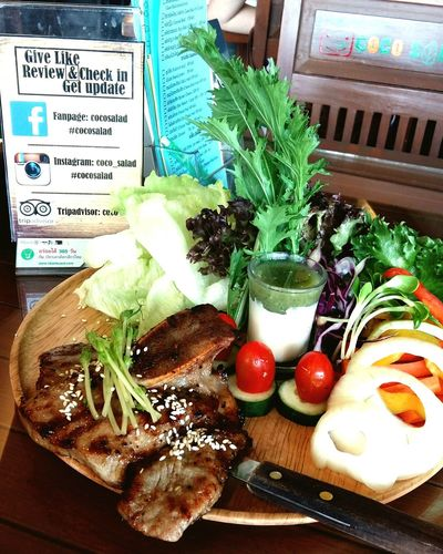 พี่อยากไปกินโอ้กะจู้ แต่ไกลขี้เกียจรอนานๆ กินนี่ก็ได้อร่อยเหมือนกัน Lunch Salad Special