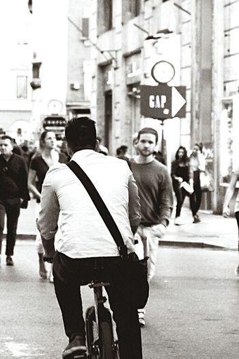 EyeEm Best Shots Eye4photography  Photography Street Photography Urbanphotography Capturing Movement EyeEm Goodnight EyeEm B&W Portrait